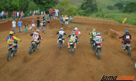 Largada da MX1, a categoria mais esperada do dia.