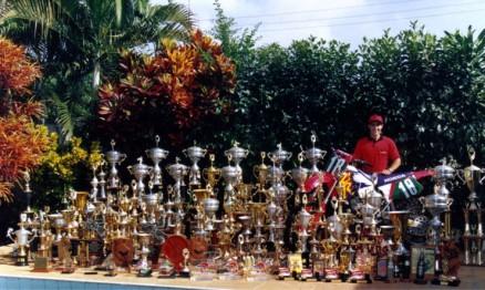 Sua coleção de troféus em meados dos anos 90, depois disso ainda foram acrescentados outros.