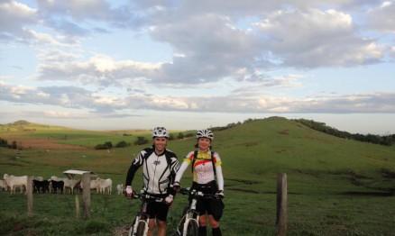 O ciclismo é uma de suas atividades físicas prediletas. Uma vez atleta, sempre atleta.