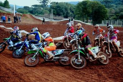 Etapa emocionante da Copa Caxias/Resgate Sul de Motocross na ASCAVE