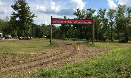 Área que leva ao Story Land, essa placa está ai desde o primeiro Loretta Lynn's.