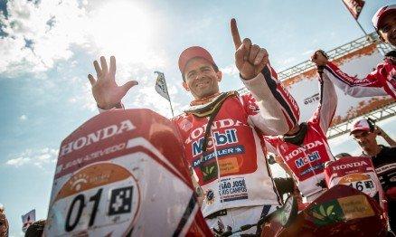 Piloto da Equipe Honda Mobil se torna o maior campeão da categoria duas rodas na principal prova off-road do país.