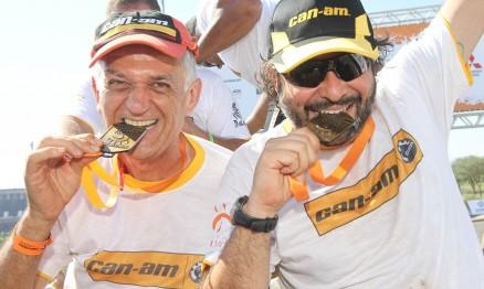 Navegador Lourival Roldan (à esquerda) e piloto Bruno Sperancini.