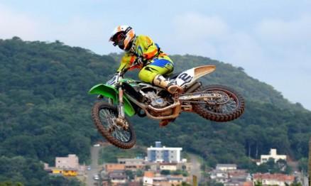 """Milton """"Chumbinho"""" Becker é campeão brasileiro de motocross"""