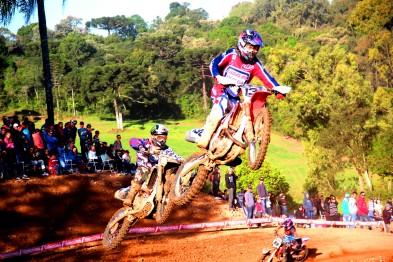 Inauguração da pista de Paraí com grande público e duelos espetaculares e surpresas na 6ª etapa em São Valentim do Sul do Regional de MX