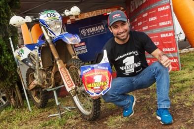 Campeão geral do Brasileiro de Rally Baja, Ricardo Martins, do Team Rinaldi, comemora no Rally Rota Sudeste