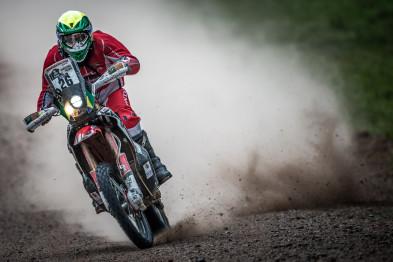 Jean Azevedo sobe 28 posições e trio Honda lidera classificação do Dakar 2016