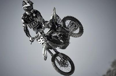 Tonus-jumps-bw