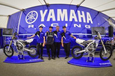 Chad Reed com Romain Febvre, com o gerente de marketing da Yamaha Racing Alberto Barozz e Jeremy Van Horebeek em Matterley Basin.