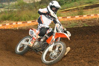 Anthonny lidera as classes Júnior e 65cc.