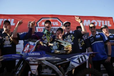 Dean Ferris e equipe comemoram o campeonato 2016 da MX1 em Coolum.