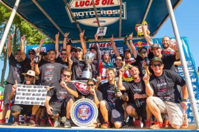 A RCH comemorando o primeiro título da equipe