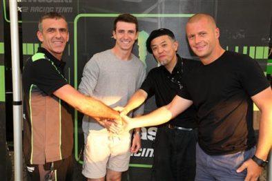 Sterry após assinar o contrato com o team green.