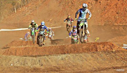 Nível de adrenalina explodiu em Carrapateira neste final de semana com o 2º Desafio das Estrelas de Motocross