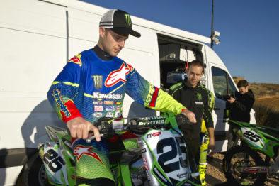 Jonathan Rea faz algunas ajustes na moto