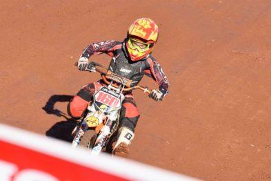 Na abertura do Brasileiro de Motocross, Felipe de Menezes vence nas 50cc
