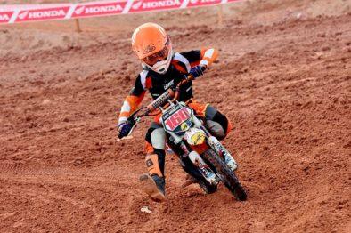 Felipe Menezes é campeão da 50cc com 100% de aproveitamento