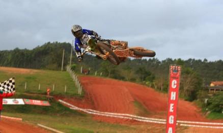 Paulo Stedile sofre acidente grave treinando em Curitiba