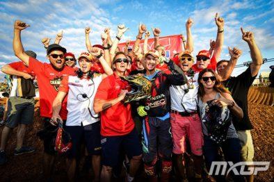 Tim Gajser comemora o título da MXGP 2016