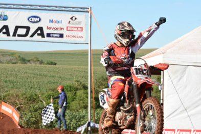 Tallys Nathan conquista primeira vitória da carreira nas 230cc